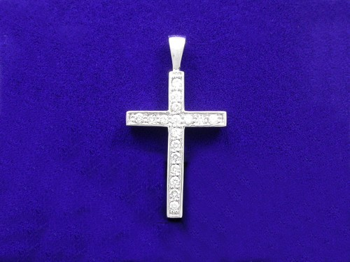 Round Brilliant Cut Diamond Cross Pendant: 0.34 tcw