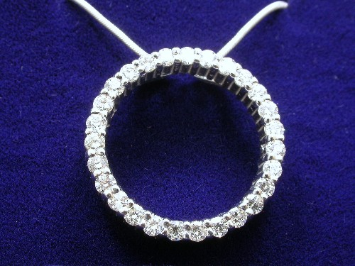 Round Brilliant Cut Diamond Circle Pendant: 0.80 tcw
