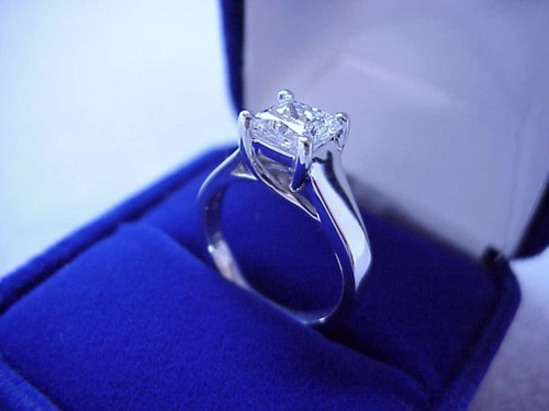 Princess Cut Diamond Ring: 0.90 carat in Trellis style mounting