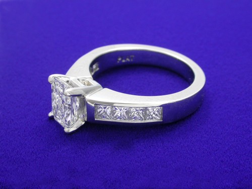 Radiant Cut Diamond Ring: 1.09 carat in Ingwer 0.80 tcw Princess Cut diamond mounting