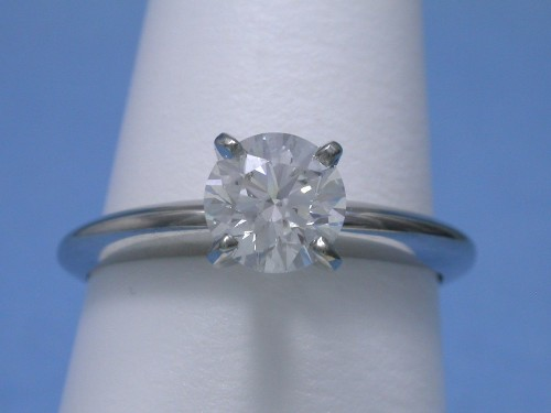 Round Brilliant Cut Diamond Ring: 0.95 carat in 4-prong Solitaire style mounting