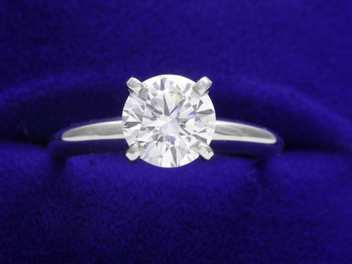 Round Brilliant Cut Diamond Ring: 1.01 carat in 4-prong Solitaire style mounting