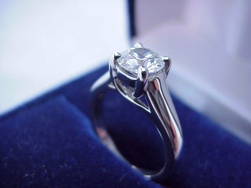 Round Brilliant Cut Diamond Ring: 1.04 carat in Trellis style mounting