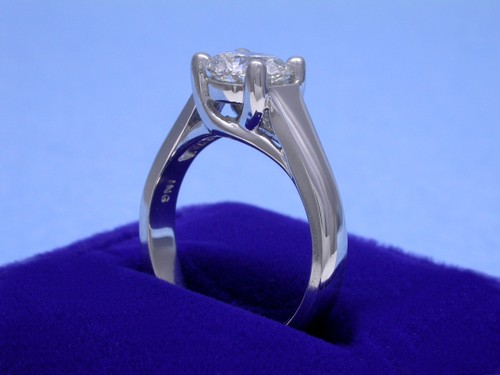 Round Brilliant Cut Diamond Ring: 1.33 carat in Trellis style mounting