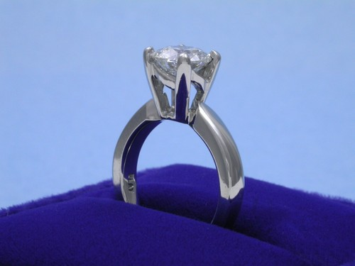 Round Brilliant Cut Diamond Ring: 1.34 carat in Ingwer mounting